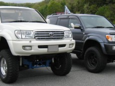 Add wider wheels & tires to your LC100 & LX470 with Fender Flares from Elford